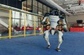 Boston Dynamics'ten harikulade görüntü: Robot ailesinden dans gösterisi